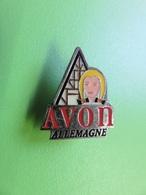 231 - Pin's - Avon Allemagne - Cosmétique - Parfum - Perfume