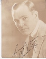 CHARLES RAY (AMERICAN ACTOR) AUTOGRAPH. CIRCA 1920s. SIZE 21.5x16.5CM FOTO PHOTO ORIGINAL- BLEUP - Autographs