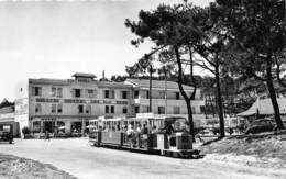 33-CAP-FERRET- LE PETIT TRIAN , AU FOND , L'HÔTEL DE LA MER - France