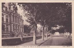 2V - 27 - Ivry-la-Bataille - Eure - L'Hotel De Ville Et Le Boulevard De La Gare - Combier - Ivry-la-Bataille