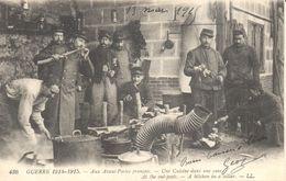 Thèmes - Militaria - Guerre 1914-18 - Guerre 1914-1915 - Aux Avant-Postes Français - Une Cuisine Dans Une Cave - War 1914-18