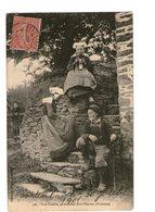29 Gouezec Une Famille , Près Pleyben Cpa Folklore Costume Breton Bretonne Bretagne - Gouézec