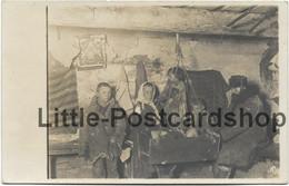 Foto Russisches Familienglück Panje Bauer Und Familie Bei Baranowitschi Weissrussland Ca. 1916 Bauernstube Kind In Wiege - War 1914-18