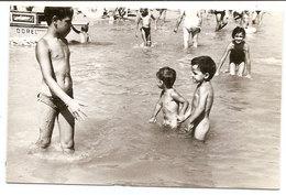 Photo Originale , Enfants Dans L'eau , Dim. 9.0 X 6.0 Cm - Personas Anónimos