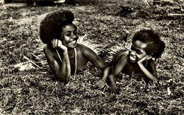 """Mission De Papouasie Sourire Des Iles Papoues Enfants Robes En Feuilles """" SEINSNUSASIA """" , AFRICA Y AMERICA - Papua Nueva Guinea"""