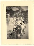 MOTO -  PHOTO DE FAMILLE D'ORIGINE 10,5x8 Cms - Cycling