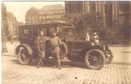 Occupation De Bonn 2 Soldats Français Devant Une Magnifique Voiture (léger Accroc à Gache Cf Scan) - Bonn