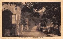 14- SUISSE NORMANDE - LA ROCHE A BUNEL   - VOIR POMPES A ESSENCE - Thury Harcourt