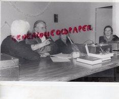 87- PEYRAT DE BELLAC - AIME VALLAT PEINTRE- A L' EXTREME DROITE MME KELLER PRESIDENTE ASSOCIATION- PHOTO STUDIO GALLET - Personas Identificadas