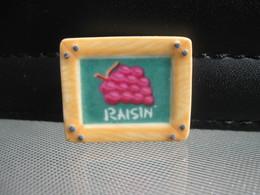 Fève Ardoise Raisin Série Armoires Fruits Année 2007 - Fèves - Rare T Perso - Charms