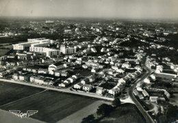 CPSM  Vue Du Ciel...LA ROCHE-SUR-YON - Les H.L.M. Et Les Nouveaux Quartiers Rue Serpentine - La Roche Sur Yon