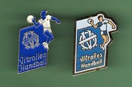 HANDBALL *** VITROLLES *** LOGO DROIT AU BUT OM *** Lot De 2 Pin's Differents *** A024 - Handball