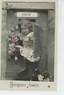 """ENFANTS - LITTLE GIRL - MAEDCHEN - Jolie Carte Fantaisie Portrait Fillette Dans Boite Aux Lettre De """"Bonne Année 1909 """" - Nouvel An"""