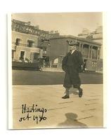 PHOTO ORIGINALE 1930 / HASTINGS - SUR LA PROMENADE - Luoghi
