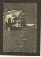 AUTOMOBILE VOITURE -FORD ? PHOTO COLLEE SUR CARTON NOIR 7,5x10,5 Cms - Automobiles