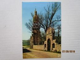 CP 29 PLOMODIERN La Chapelle Sainte Marie Du Menez Hom - L'arc De Triomph Donnant Accès A L'enclos Paroissial - Calvaire - Plomodiern