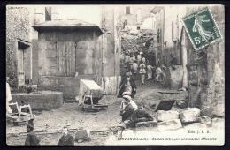 CPA ANCIENNE FRANCE- SERVIAN (34)- SOLDATS DÉBLAYANT UNE MAISON EFFONDRÉE- TRES BELLE ANIMATION GROS PLAN- WAGONNET- - France