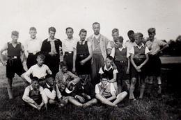 Photo Originale Scolaire Les Jeunesses Hitlérienne En Sortie Scolaire - Harmonica Au Premier Rang Vers 1940 - Guerre, Militaire