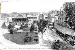 Vichy. La Bourse Du Travail Sur La Place De La République. - Vichy