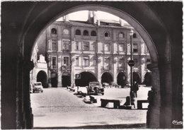 82. Gf. MONTAUBAN. Place Nationale. Les Arcades - Montauban