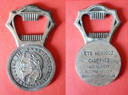 Ouvre Bouteille - Décapsuleur - Monnaie - Empire Français - Napoléon III - 1868 -  7,2 Cm X 4 Cm - Tire-Bouchons/Décapsuleurs