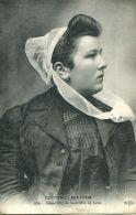 N°64021 -cpa Costumes Bretons -jeune Fille De Saint Pol De Léon- - Costumi