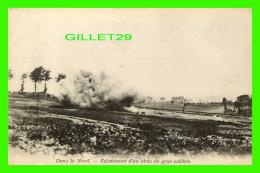 MILITARIA - DANS LE NORD, ÉCLATEMENT D'UN OBUS DE GROS CALIBRE - BURSTING OF A LARGE CALIBRE SHELL - - Manoeuvres