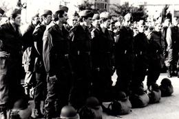 Photo Originale Militaires Et Paquetages Vers 1970/80 - Guerra, Militari