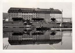 Photo Originale Reflet Sur Usine Mainmuhie G.M.B.H. Wertheim A. M - Bateau Vapeur Passant Devant Vers 1940 - Lieux