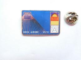 Superbe Pin's En EGF , Banque BRED Aurore , Signé Double SIX - Banche
