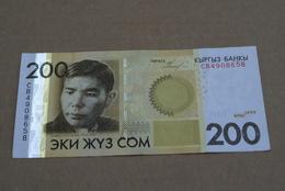 BILLETE DE KIYGUISTAN DE 200 SOM DEL AÑO 2010 (BANKNOTE) - Kirguistán