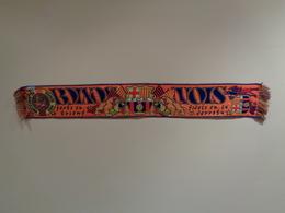 Bufanda (scarf) Naranja. Boixos Nois Del Futbol Club Barcelona. 145 X 20 Cm - Habillement, Souvenirs & Autres