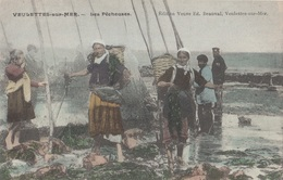 CARTE POSTALE DE VEULETTES SUR MER / PECHEURS - France