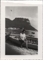 Fotografia Cm. 12,8 X 9,1 Con Immagine Del Lago Di Garda (forse Bardolino O Desenzano). Anno 1962 - Places
