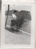 Fotografia Cm. 12,8 X 9,1 Con Immagine Del Lago Di Garda (forse Bardolino O Desenzano). Anno 1962 - Luoghi