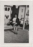 Fotografia Cm. 12,8 X 9,1 Con Immagine Del Lago Di Garda (forse Bardolino O Desenzano). Anno 1962 Au - Cars