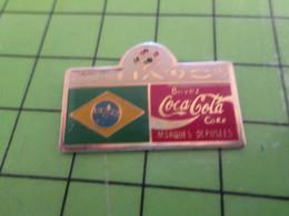 616b Pin's Pins / Rare Et De Belle Qualité / THEME COCA-COLA / COUPE DU MONDE FOOT ITALIE 90 DRAPEAU BRESIL - Coca-Cola
