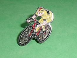 Pin's / Cyclisme , Vélo : Coureur    TB1X - Wielrennen