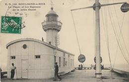 Boulogne Sur Mer Le Phare Et Les Signaux De La Jetée Ouest - Boulogne Sur Mer