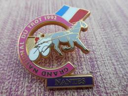 A004 -- Pin's Grand National Du Trot 1992 - Nantes - Badges