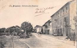 """0198 """"(TORINO) BRUSASCO - ENTRATA ALLA STAZIONE""""  ANIMATA.  CART SPED 1908 - Italie"""