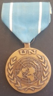 BX2 - UNITED NATIONS UN Decoration Medal - IN THE SERVICE OF PEACE - Medals