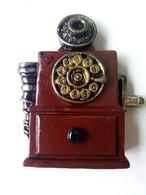 Old Telephone - Magneti