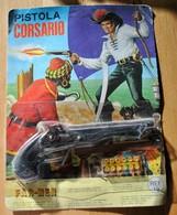 Rare Pistolet Pétard Dans Saon Emballage Avec Pétards De Corsaire Années 70-80 - Jouets Anciens