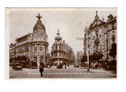 Espagne Madrid La Gran Via Desde La Calle De Alcala Rue Animée Vieille Voiture Auto Automobile - Madrid