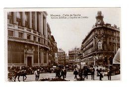 Espagne Madrid Calle De Sevilla Bancos Bilbao Espanol Credito Rue Animée Vieille Voiture Auto Automobile - Madrid