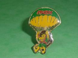 Pin's / Parachutisme  :  Max    TB1Z - Paracadutismo