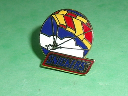 Pin's / Parachutisme  : Snickers  TB1Z - Paracadutismo