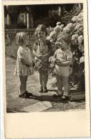 1 Postcard Children And Family Three Beautiful Children Pcchild455 - Groupes D'enfants & Familles