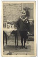1 Postcard Children And Family Boy Standing Besides Pictures Pcchild533 - Groupes D'enfants & Familles